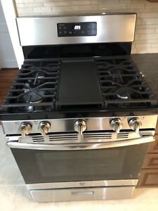 Brand NEW GE gas oven for sale