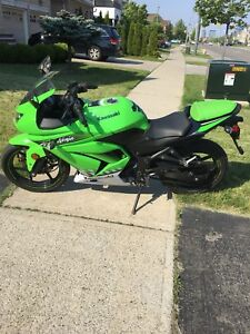 Ninja 250 special edition 2010 only 1500 NO TRADES