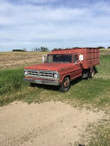 1971 Ford F-350 one ton dually grain truck