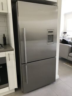FISHER & PAYKEL Stainless Steel Fridge Freezer with Ice & Water