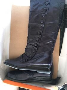 Ladies leather boots size 8.5