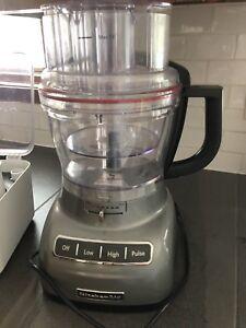 Robot culinaire KitchenAid avec accessoires