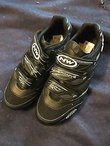 Cycling shoes 8.5 or 41 euro