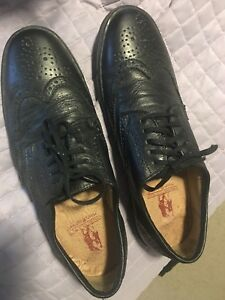Genuine  leather mens Hush puppy shoes Size 9/ NEW condition