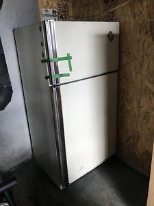 Gros frigo à donner (voir description)