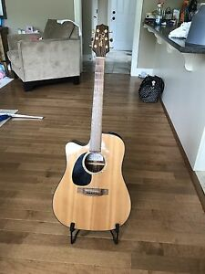 Left-Handed Takamine 70 Series Acoustic/Electric Guitar