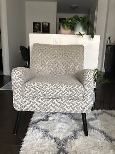 LIKE NEW ARMCHAIR FOR SALE!