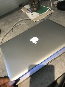 MacBook Pro  - to sell / à vendre