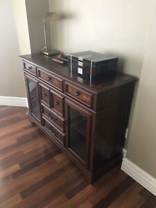 Brand new buffet cabinet / China cabinet