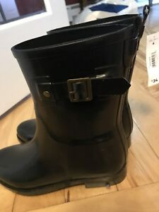 Ladies black rubber boot (size 6) *NEW*