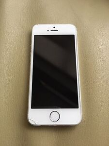 Good condition iPhone 5s. 16gb. White/silver. Bell.