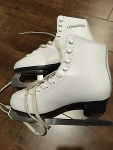 Girl/women's skates/ patins 25$