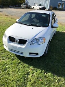 2009 Pontiac Wave G3. Extra Clean with A/C.  New MVI