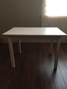 Petite table en bois ikea