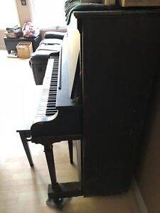 Free Bell Piano and Bench Seat