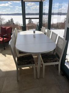 Dining Table Seats 4 - 10 persons