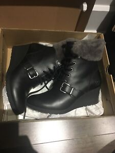 Ugg leather and fur boots 8.5 black grey