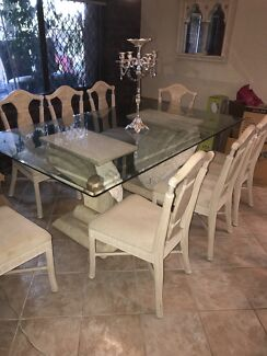 VINTAGE DINING ROOM TABLE