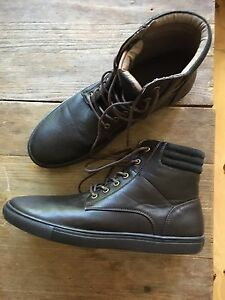 Men's size 9 casual boots new