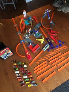 Hot Wheels sets cars tracks and case