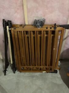 Top of stair - banister - baby gate x 3 - 60$