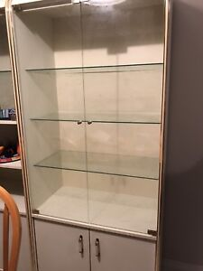 2 cupboards for $40