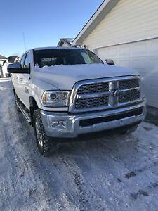 2015 RAM 2500 Laramie crew cab diesel **Fully loaded**