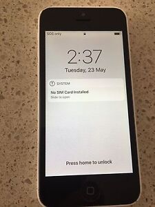 Iphone 5  white w/ screen protector Myaree Melville Area Preview