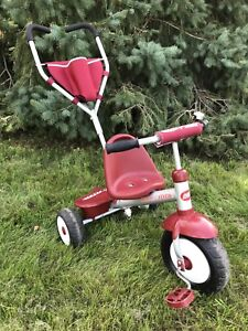 Toddlers tricycle Radio Flyer with push handle