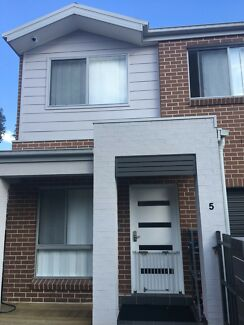 5 Bedroom Townhouse for Sale in Ropes Crossing