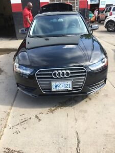 AUDI A4 Premium —LEATHER SEATS/NAVIGATION/SUNROOF/AC/SAFETY