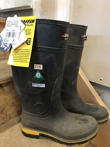 BAFFIN STEEL TOED RUBBER BOOTS.