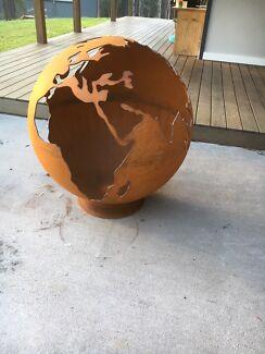 Globe fire pit