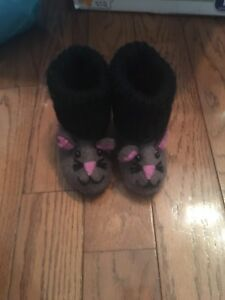 Felted mouse shoes/slippers