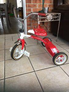 Tricycle pour enfant. Prix: 30$