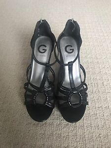 Black Guess Wedges