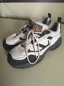 Workload women's size 7 work shoes