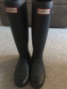 Tall black hunters, size 8