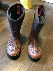 Boys Bogs winter boots size youth 13