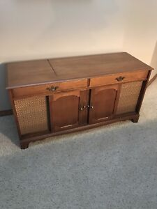 Vintage Stereo Console - Maple cabinet