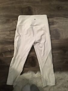 Size 4 PERFECT CONDITION crop lululemon leggings