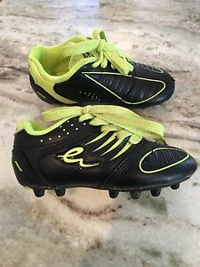 Eletto size Y8 soccer shoes