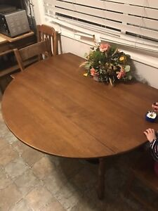 Dining room table - both sides fold out - no leaf