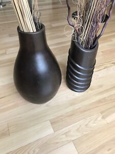 DECROTIVE BROWN VASES $40