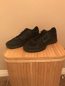 Nike women's shoes. Size-7.5, almost new