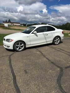 2008 bmw 1 series. Leather.