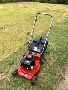 Rover lawn mower alloy base 4hp 4 stroke good blades