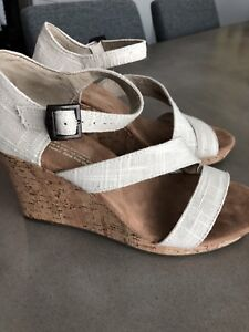 TOMS wedges size 6
