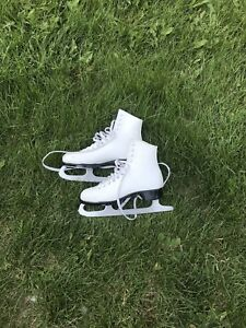 Ladies size 7 Bauer figure skates