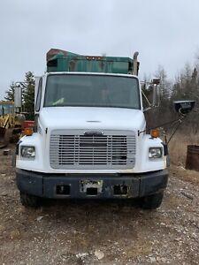 2004 FrightLiner FL80 recycling